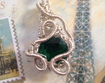 Green quartz wire woven pendant
