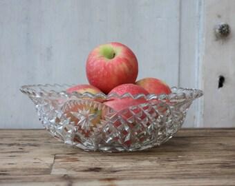 Vintage / Pressed Glass Bowl / Pressed Glass / Serving Bowl / Fruit Bowl / Vintage Kitchen / Decorative Bowl / Cottage Chic /