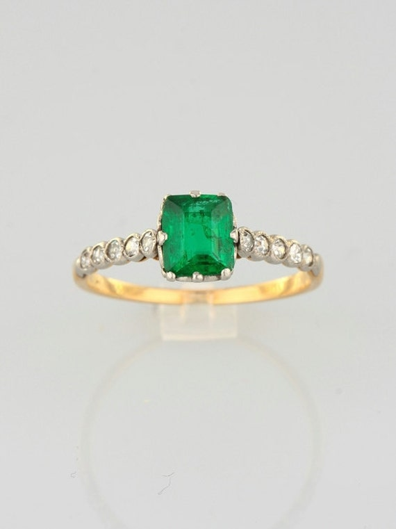 Edwardian Emerald and diamond elegant ring