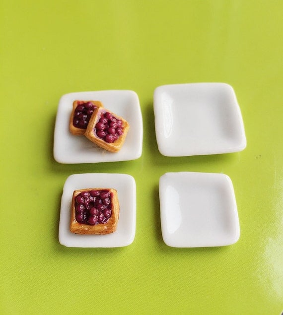 White Ceramic Square Plate, 2 Pieces Small Plate and 2 Pieces Medium Plate Set Miniature for Doll's House