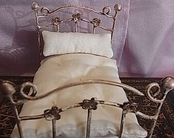 Beautiful wrought iron bed for single vintage style