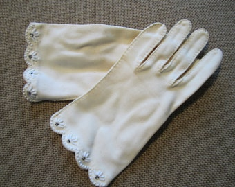 Vintage ivory gloves beaded size 6