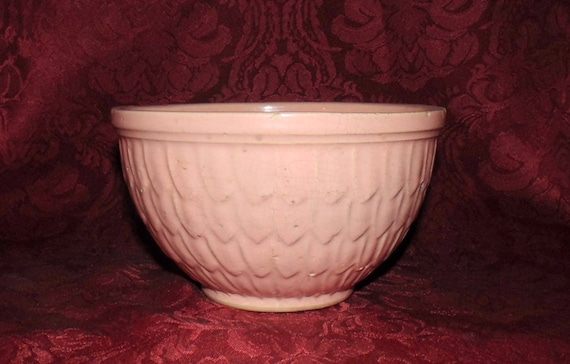 1940s Mccoy Mixing Bowl In Pastel Pink Feather Motif