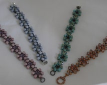 Floral Chain bracelet pattern uses Super Duos, Pellet Beads and O Beads