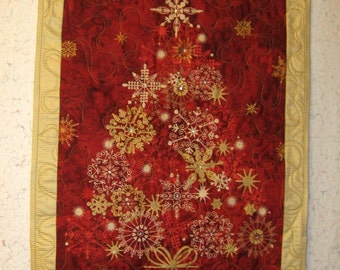 Elegant Christmas Tree Quilted Wall Hanging