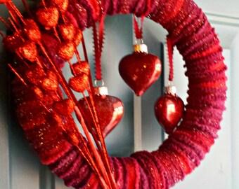 Valentine wreath, heart wreath, red valentine wreath, valentine home decor, red valentine decor, red hearts decor, red wreath