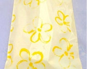 100 Pc 10 x 13 Yellow Flowers  Poly Mailers, Flat Poly Mailing Shipping Bags, Birthday Fun Colored Poly Mailer (Poly 1013 YELL FLWR)