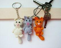 Crochet keychain/Crochet Cat/ Amigurumi Cat/ Cat Keychain/ Miniature Cat Keychain/  Cat Amigurumi Keyring