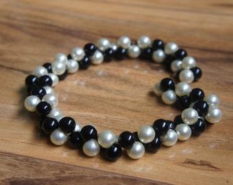 Estate Vintage Jewelry Necklace White  Black  , Faux Pearls C-022