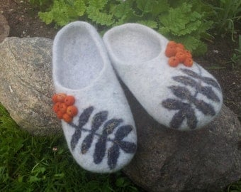 Felted slippers Pock. Natural wool slippers. Handmade warm soft House shoes. Wool.