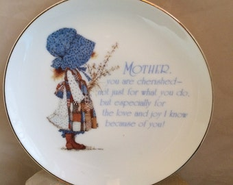 Hollie Hobbie 1983 Mother porcelain collectible plate perfect Mother's Day gift!  blue white with multi colors, too cute!