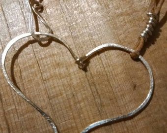 Hammered wire heart