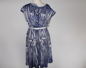 Vintage dress 70s 80ss navy white floral sun dress with white belt size small