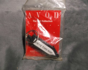 """Vintage Avon Gift Collection """"Writ This Way"""" Key Chain"""