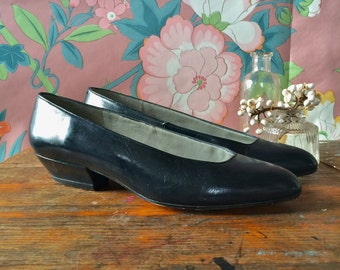 Vintage 80s Pappagallo Shoes / Navy Leather Slide On Flats / Low Heel / Dark Blue Pumps / Size 4 M / Made in Spain