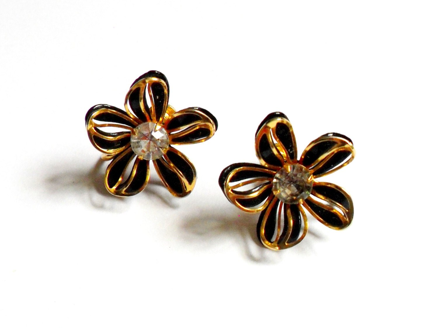 Flower screw back earrings vintage bugbee niles by for Bugbee and niles jewelry