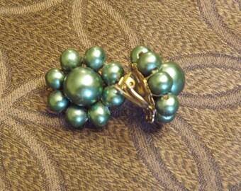 Vintage 1950s Green Bead Earrings