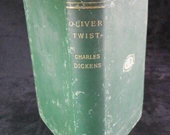 Oliver TWIST by Charles DICKENS. LONDON 1901 hardback verte| English Edition Publisher Macmillan & co |
