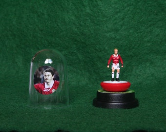 Ole Gunnar Solskjaer (Man Utd) - Hand-painted Subbuteo figure housed in plastic dome.