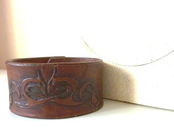 Dragon Leather Cuff ( width 35 mm) with brass snap closure