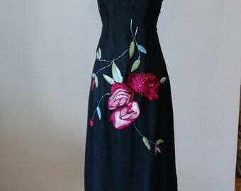 Sale Vintage tea length dress with floral embroidery