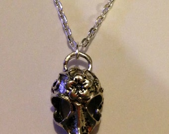 34 inch Silver Chain Necklace with Bird Skull Pendant