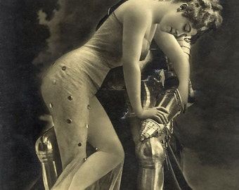 Leopold Reutlinger Photo, Untitled - Knight in Armor, Lady, 1920