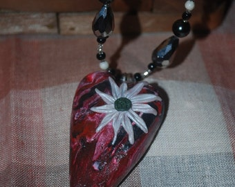 Heart pendant with flower
