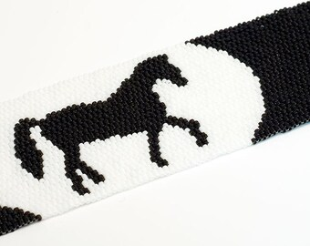 Beaded Cuff // Horse // Bracelet //Beadwork // Black and white