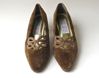 vintage Mootsies Tootsies Chocolate Brown Suede Ornate Trim Pumps