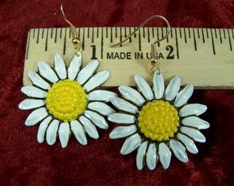 Hand Painted Daisy Flower Earrings, Spring Jewelry, Garden White Flowers, Easter Earrings, Summer Jewelry
