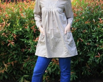 SALE 28 USD---B087--Lovely blouse with small pleats