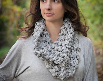 The Mini Chunky Cowl in Marble Gray
