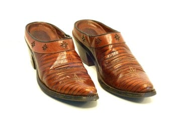 Western Snip Toe Mules // Ariat Brown Lizard Embossed Leather (8 B)