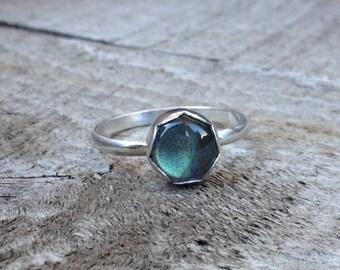 Blue Grey Labradorite in Scallop Bezel Sterling Silver Ring