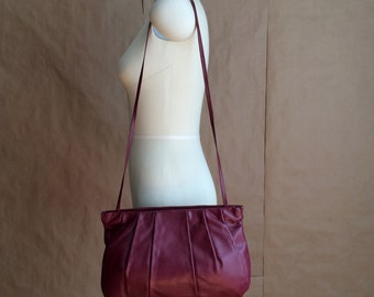 CYBER SALE / vintage 1980's leather purse / shoulder bag / super clean / stylish tote