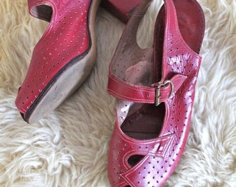 vintage 40s red shoes - GLAMOUR SHOES peep toe heels / size 3 / youth size 2