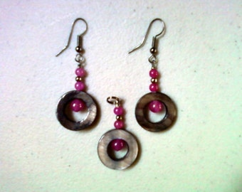 Black Shell and Fuschia Penant and Earrings (0442)