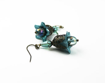 Aqua Blue Lucite Flower Earrings. Vintage Style, Brass Filigree, Aqua Czech Glass, Hand Dyed Lucite, Victorian Style, Steampunk