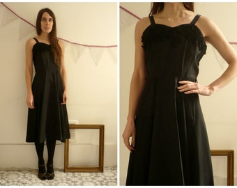 1950's Vintage Black Taffeta Prom Dress With Floral Details Size Small