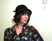 Autumn Hat Cloche black felt 1960s vintage with bow flapper hat by Roman