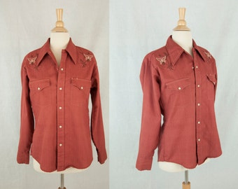 Coral Red Embroidered Western Shirt // 1970s Mens Button-Up Sz M