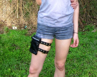 Black Leather Thigh or Hip Pouch Bag