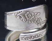 Spoon Ring, Queen Bess 1946  upcycled Silverware Spoon Ring size 7 , Silverware Jewelry