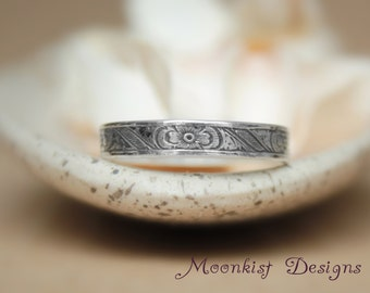 Vintage Inspired Engraved Wedding Band in Sterling - Silver Edwardian Style Wedding Ring - Flower and Laurel Leaf Unisex Band