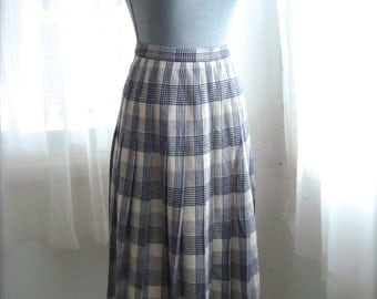 Pendleton Wool Pleated Skirt in Blue, Grey, And White Plaid, Size Small