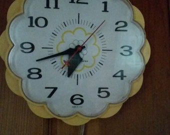 Vintage Harvest Gold General Electric Kitchen Wall Clock