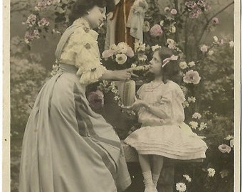 Beautiful French Woman expressing Love to pretty Little Girl, Daughter, Granddaughter Vintage Postcard 1910's