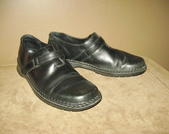 Vintage Black Leather Clarks Size 10 So Comfortable and in Excellent Condition