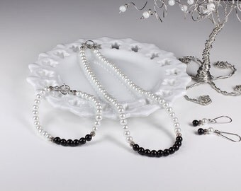 Pearl Bridesmaid Jewelry Set Black and White Bridesmaid Necklace Bracelet Earrings Wedding Jewelry Bridal Party Set